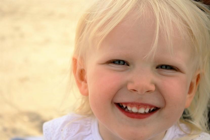 Jaga kesehatan gigi anak dengan menghindari kebiasaan mengisap jari.