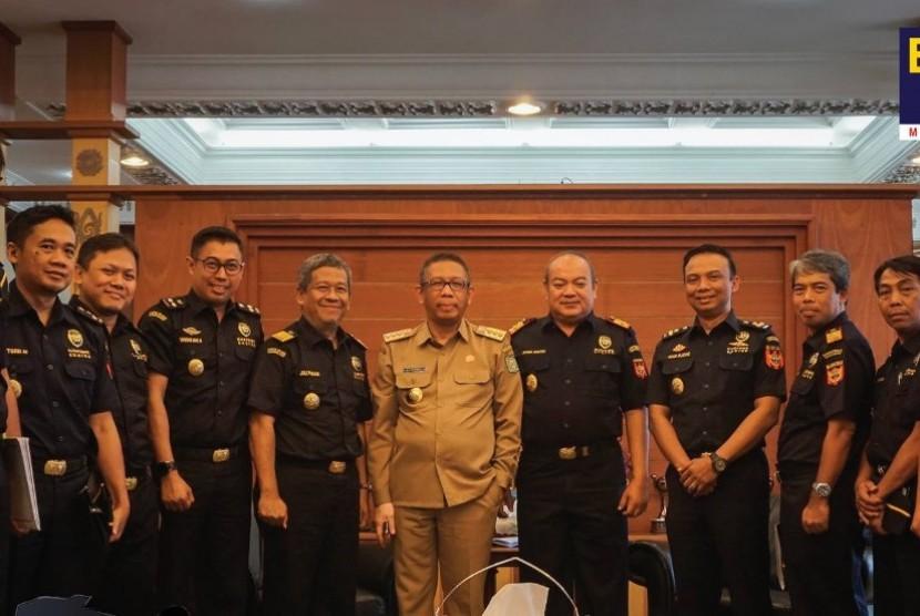 Jajaran Bea Cukai menemui Gubernur Kalbar Sutarmidji.