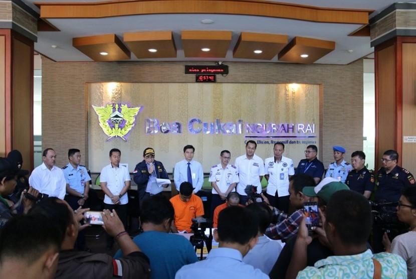 Jajaran  Bea Cukai Ngurah Rai berhasil gagalkan dua upaya penyelundupan narkotika .