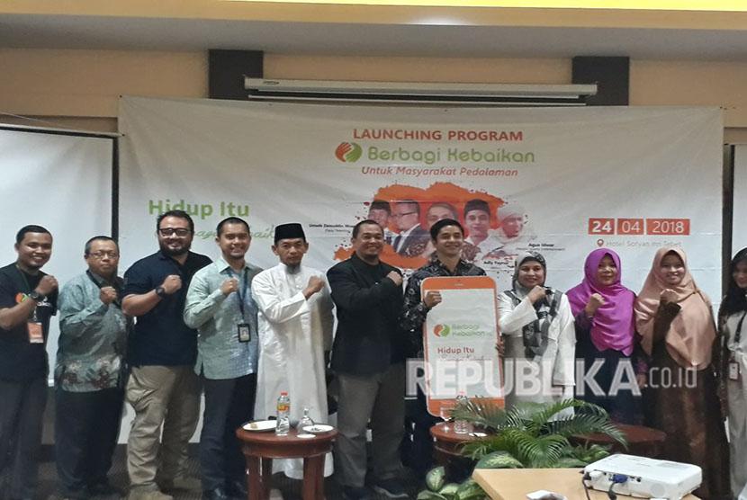 Baitul Maal Hidayatullah (BMH) meluncurkan situs atau aplikasi penghimpun dana zakat, berbagikebaikan.org di Jakarta, Selasa (24/4). Aplikasi ini diluncurkan untuk mendukung program pengentasan kemiskinan di daerah pedalaman.