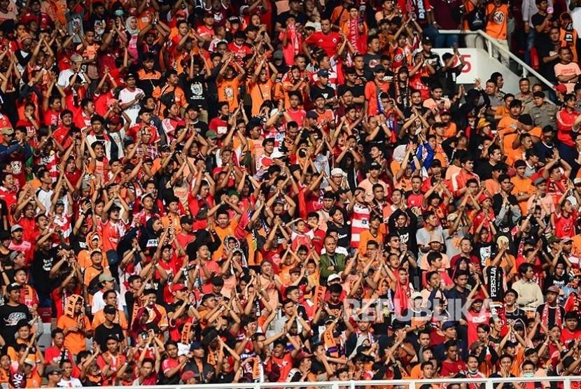 Jakmania di Stadion Utama Gelora Bung Karno (GBK) Senayan, Jakarta, Rabu (10/7/2019).