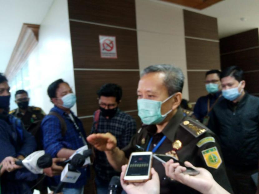 Jaksa Agung Muda Tindak Pidana Khusus (Jampidsus) Ali Mukartono usai rapat kerja dengan Komisi III, di Gedung Nusantara II, Kompleks Parlemen, Jakarta, Kamis (3/9).