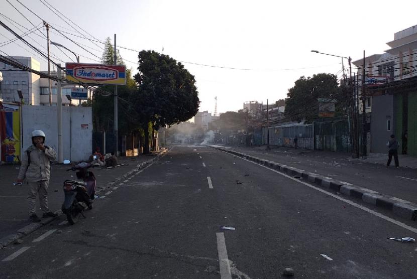 Jalan KS Tubun lumpuh pascaricuh, Rabu (22/5).