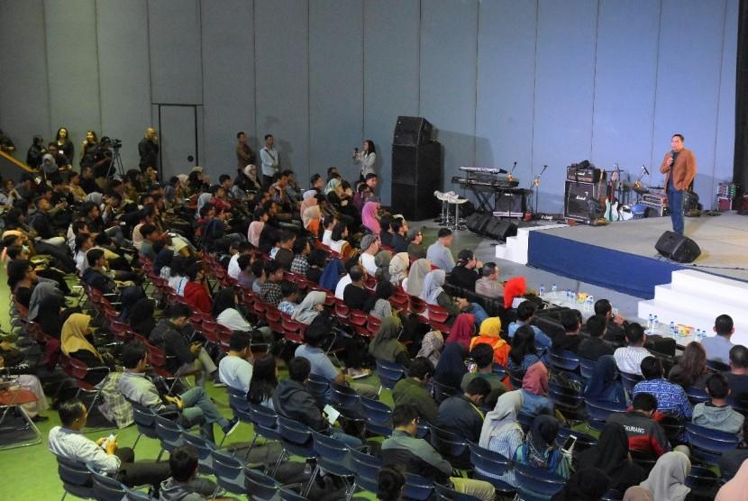 Jalannya kegiatan Orasi Pekerja Kreatif di Gedung Sabuga, Institut Teknologi Bandung (ITB), Bandung, Jawa Barat (Jabar), Sabtu (9/2).