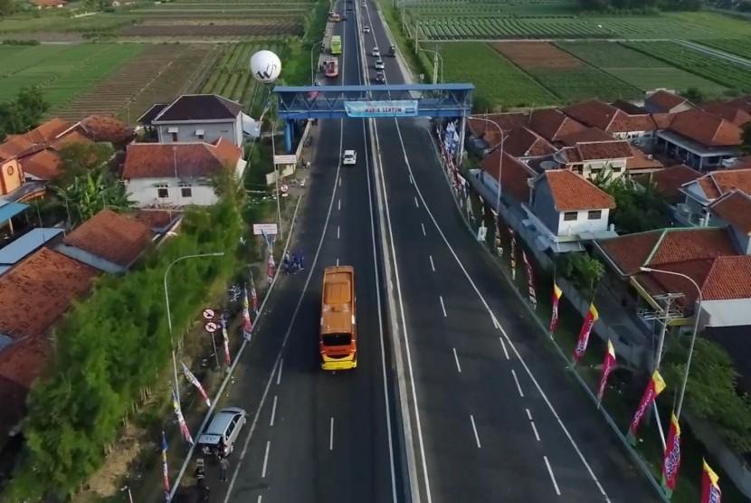 Jalur nasional Pantura. Jalur Pantura di Pulau Jawa dahulunya disebut Jalan Raya Pos yang dibangun oleh Gubernur Jenderal Belanda Herman Willem Deandels.