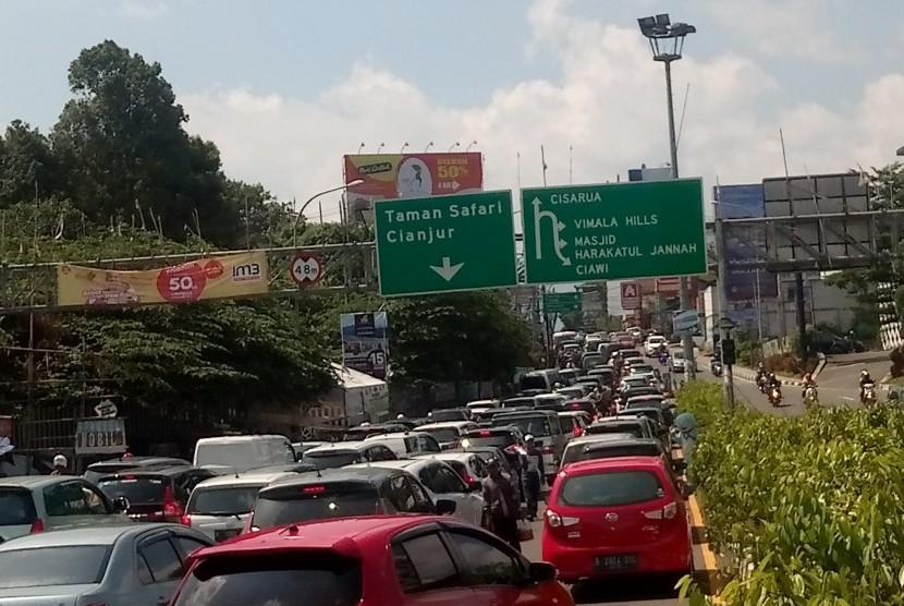 Jalur puncak mulai dipadati kendaraan