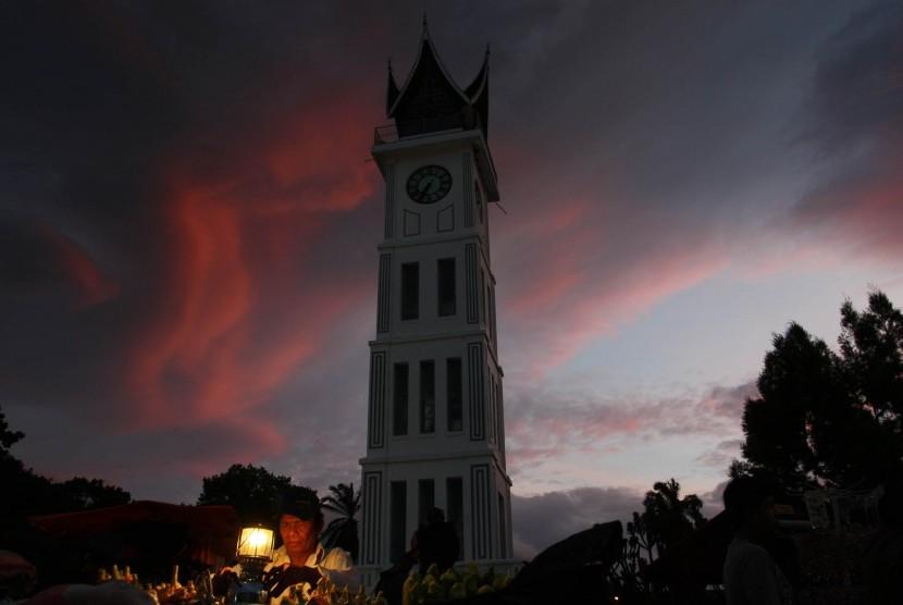 Jam Gadang, salah satu obyek wisata di Sumatra Barat.