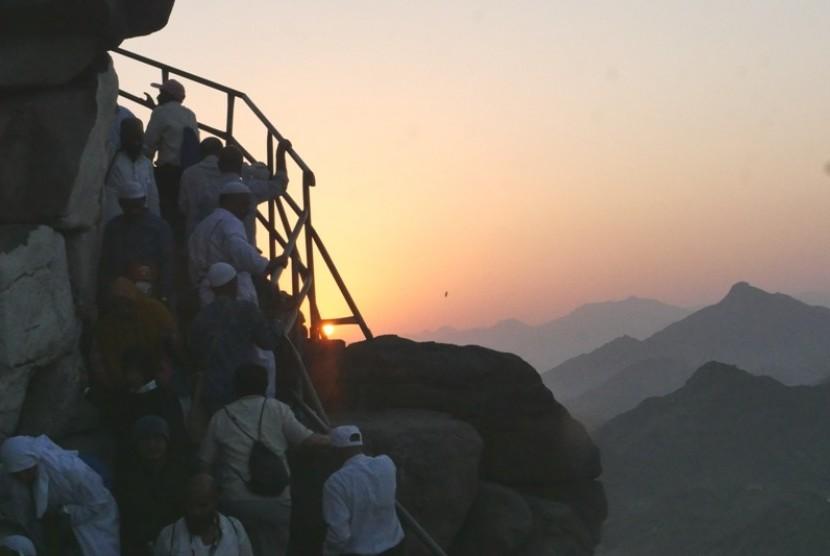 Gua Hira Menjadi Tempat Nabi Muhammad Merenung. Foto:   Jamaah haji menuju Gua Hira