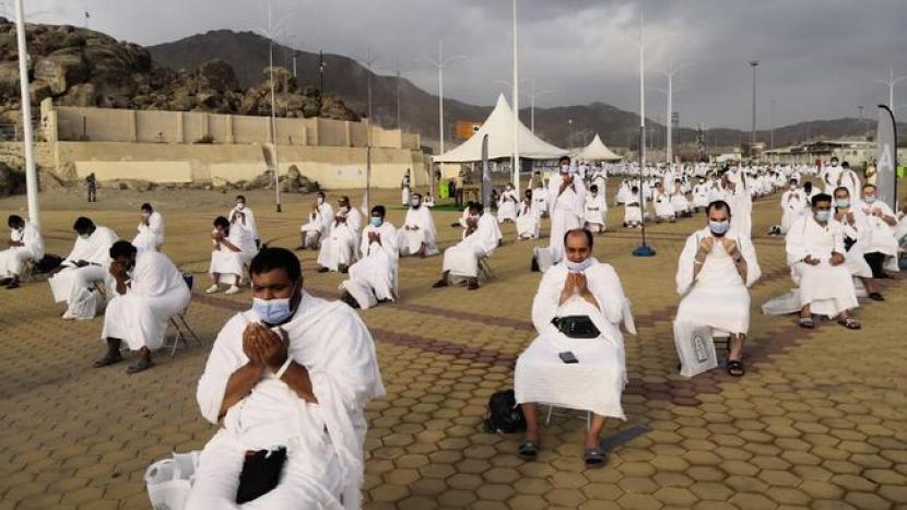 Jamaah haji wukuf di Arafah selama pandemi Covid-19.