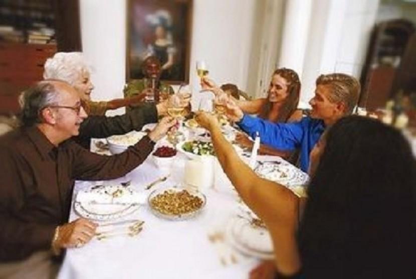 Jamuan makan malam bersama (Ilustrasi)
