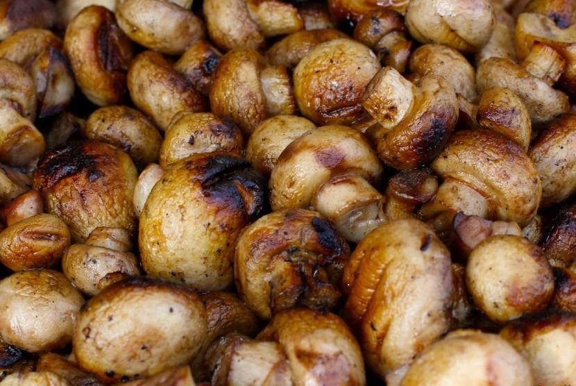 Jamur masak merupakan salah satu sumber protein bagi pelaku makan vegetarian.