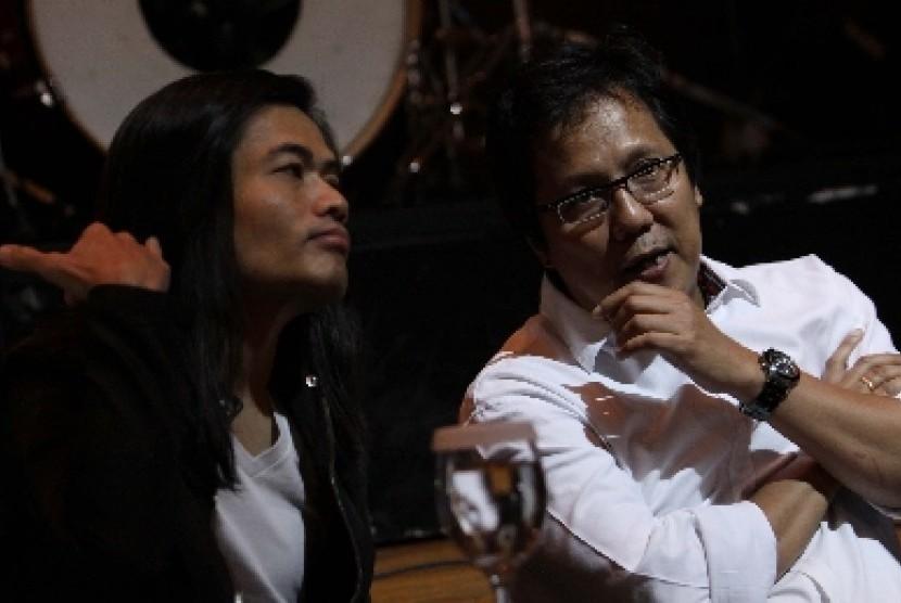Jay Subiakto (kiri)