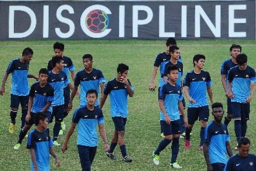 Jelang final Piala AFF, para pemain timnas U-19 melakukan sesi latihan di Stadion Delta Sidoarjo, Sabtu (21/9).