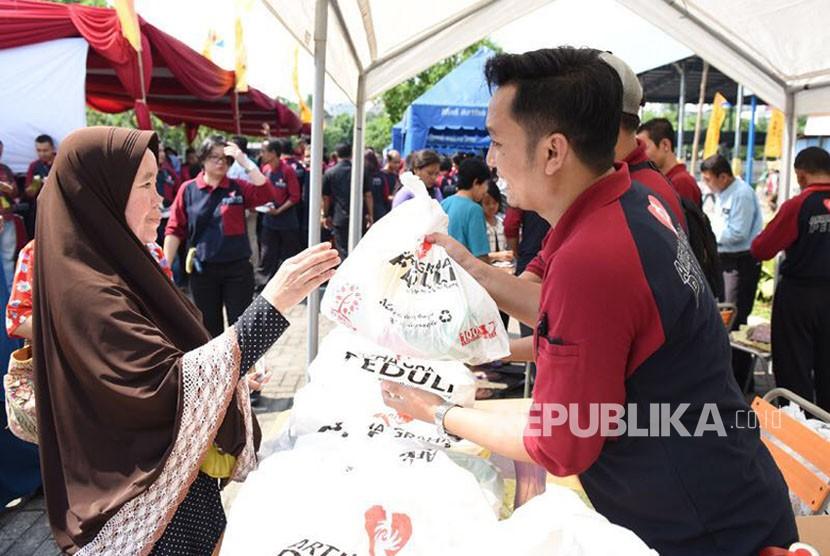 Jelang Hari Raya Idul Fitri 1439 Hijriyah, Artha Graha Peduli (AGP) menjual daging sapi bersubsidi untuk masyarakat di wilayah Jabodetabek. Daging sapi berkualitas ini dijual dengan harga Rp 80 ribu per kilogram.