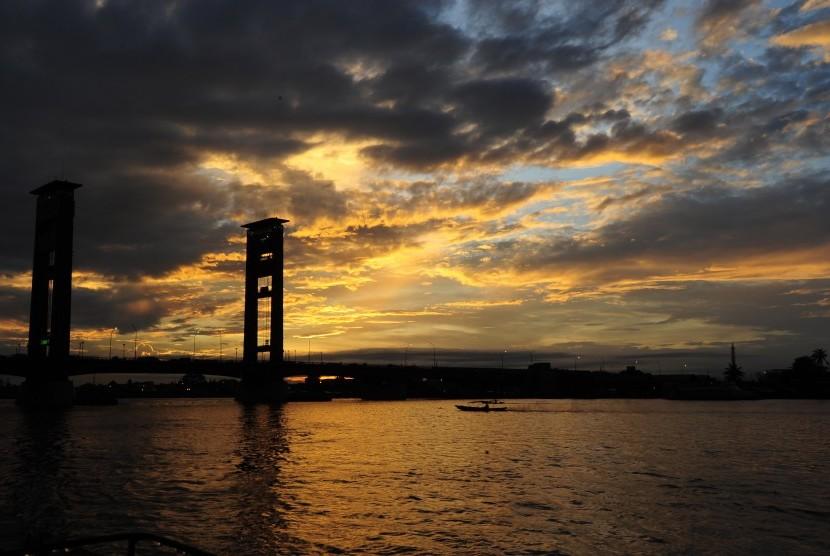 Jembatan Ampera Palembang, Sumsel.