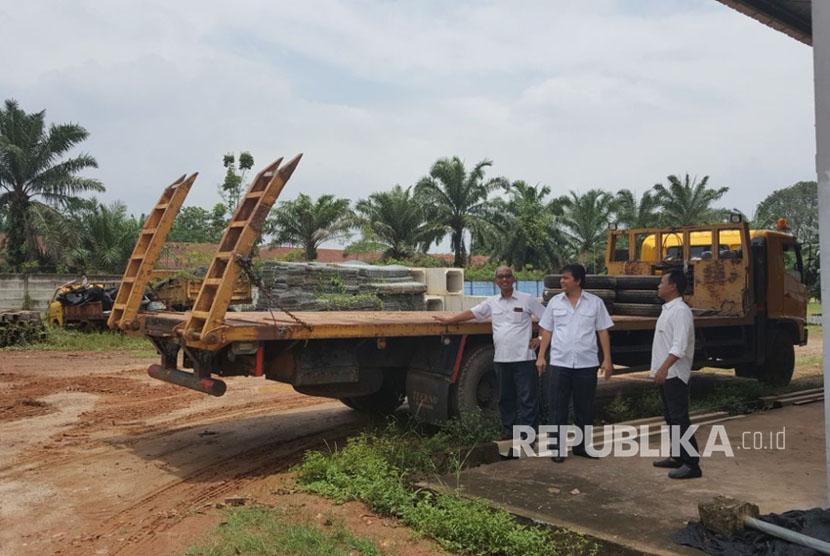 Jembatan darurat (bailey) yang dipasang di jalan lintas barat, baru saja dipasang kini putus akibat truk dengan kapasitas berlebih melintasinya di Kecamatan Krui Selatan, Kabupaten Pesisir Barat, Lampung (ilustrasi)