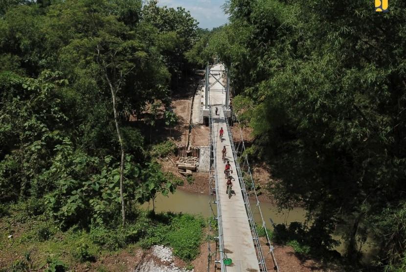 Jembatan gantung Kedung Manten.