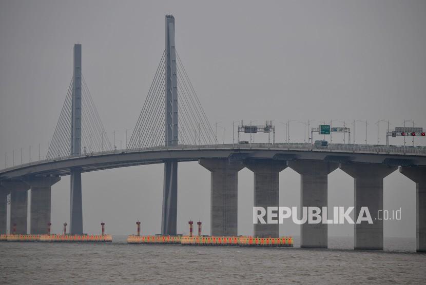 Jembatan Hong Kong - Zhuhai - Macao terlihat dari Kota Zhuhai, Cina