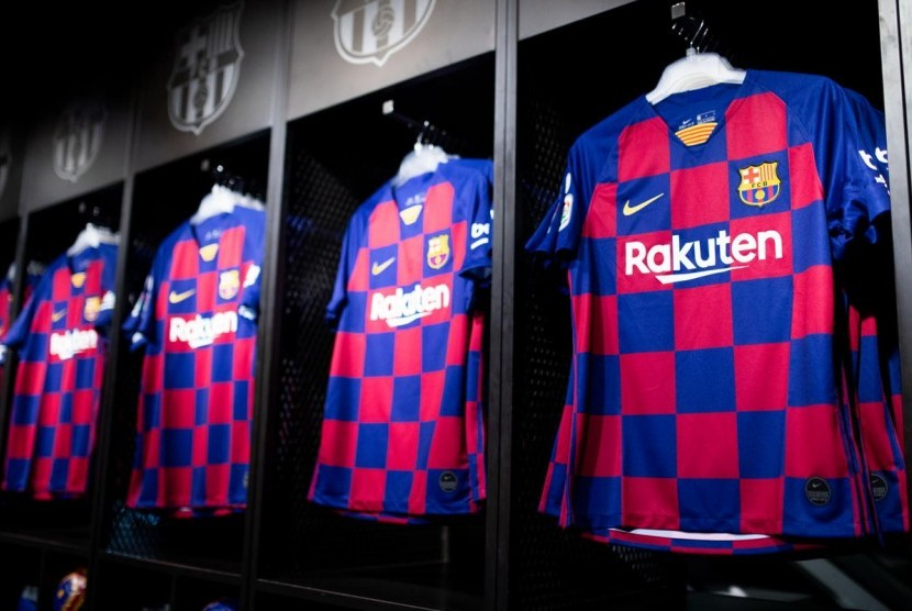 Jersey kandang baru Barcelona.