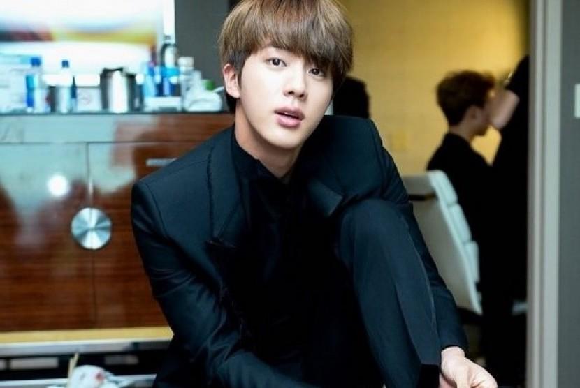 Jin dari kelompok musik Korea, BTS.