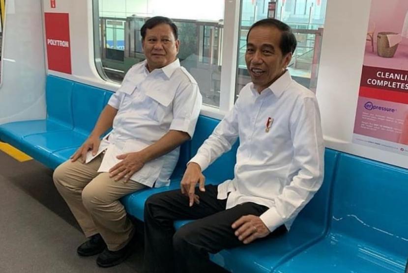 Jokowi dan Prabowo naik MRT bersama-sama dari Lebak Bulus, Jakarta, Sabtu (13/7)