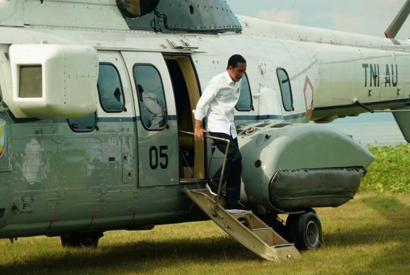 Jokowi meninjau simulasi program Tagana Masuk Sekolah