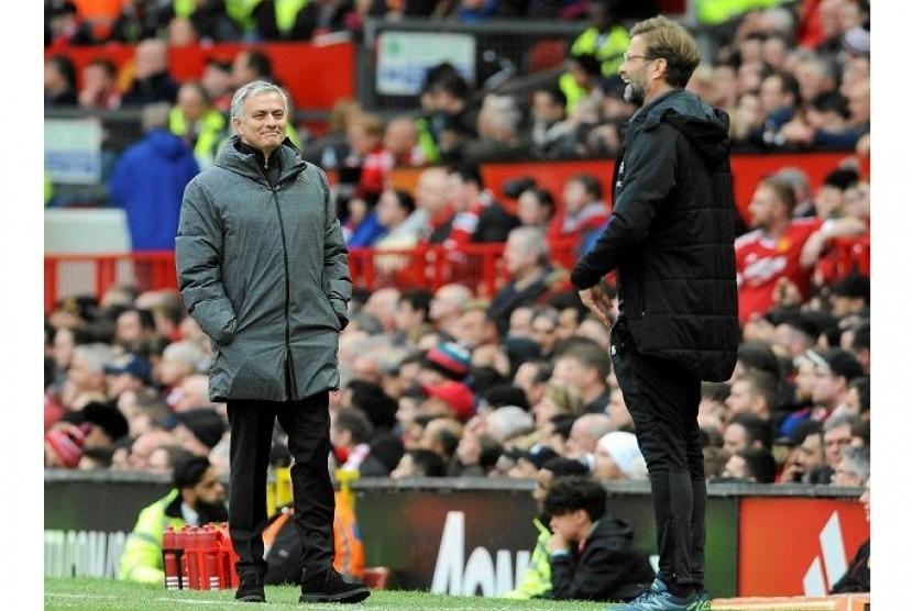 Jose Mourinho (kiri) dan Juergen Klopp.