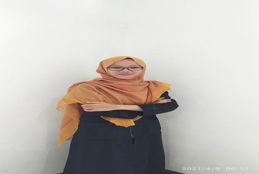 Juara favorit dalam ajang kompetisi Murottal Kombat yang diselenggarkan oleh aplikasi Muslim Umma jatuh pada Muslimah asal Gresik, Indana Badiah