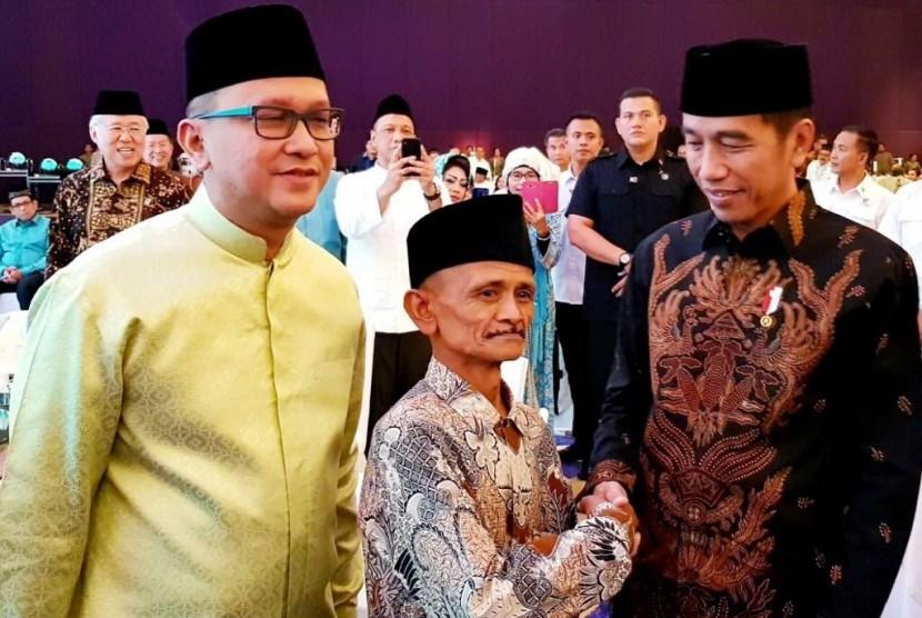 Jubaidi (tengah) bersama Ketua Kadin Rosan P Roeslani (kiri) dan Presiden Joko Widodo (kanan).
