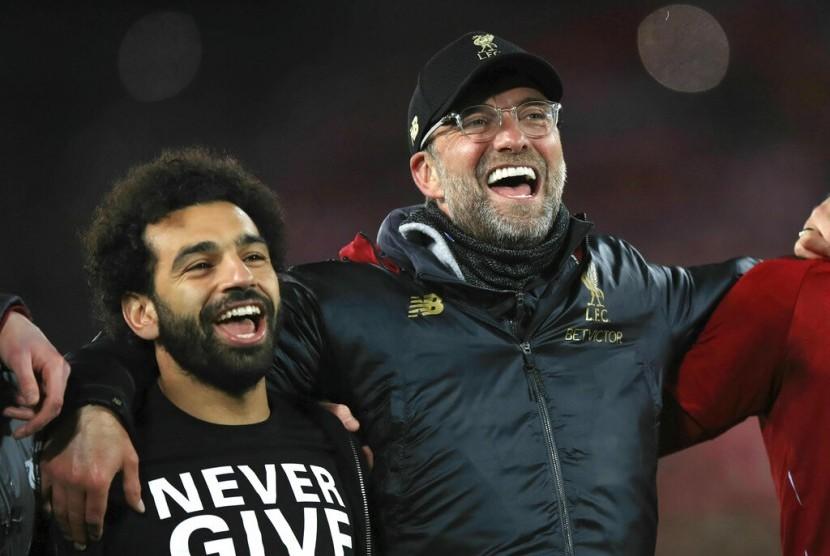 Juergen Klopp (kanan) merayakan keberhasilan Liverpool ke final Liga Champions bersama para pemainnya.