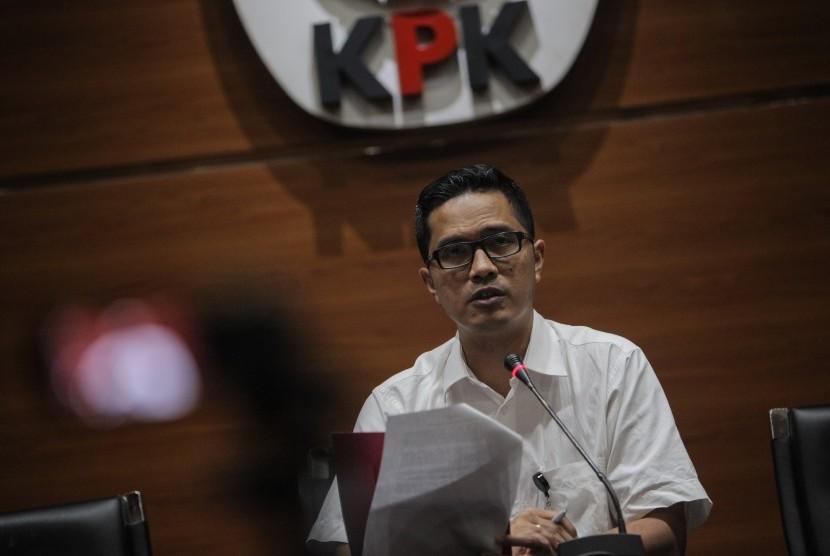 Juru Bicara Febri Diansyah memberikan keterangan pers terkait penetapan tersangka di Gedung KPK, Jakarta, Rabu (6/9).