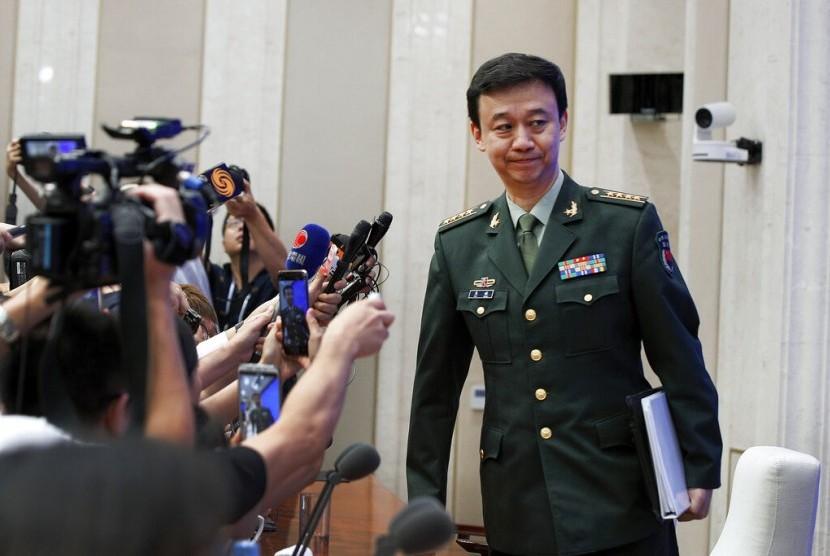 Juru bicara Kementerian Pertahanan Cina Wu Qian saat konferensi pers mengenai protes di Hong Kong di Kantor Dewan Informasi Negara di Beijing, China, Rabu (24/7).