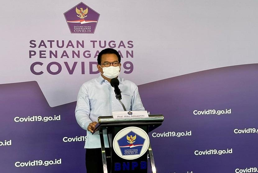 Ketua Tim Pakar Gugus Tugas Percepatan Penanganan COVID-19 Prof Wiku Adisasmito menjelaskan Pemerintah Indonesia mencoba mewadahi kebijakan berbagai negara dalam penanggulangan pandemi melalui Pemberlakuan Pembatasan Kegiatan Masyarakat (PPKM). (Foto: Prof Wiku Adisasmito)