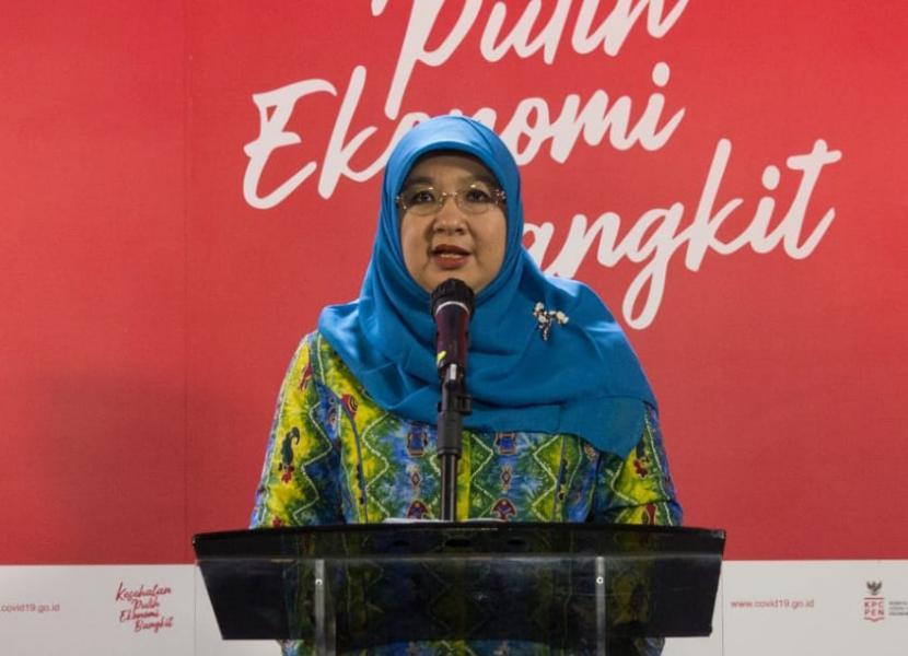 Juru Bicara Vaksinasi Covid-19 Kemenkes, dr Siti Nadia Tarmizi. Kini para ibu hamil di Indonesia diperbolehkan untuk mengikuti vaksinasi Covid-19. Persetujuan itu diungkapkan Kementerian Kesehatan (Kemenkes) melalui Surat Edaran HK.02.01/I/2007/ 2021 tentang Vaksinasi Covid-19 Bagi Ibu Hamil dan Penyesuaian Skrining dalam Pelaksanaan Vaksinasi Covid-19.