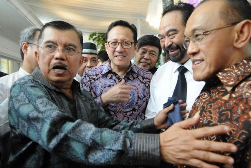 Jusuf Kalla (left) and Aburizal Bakrie (right) are both Golkar Party cadres. (file photo)