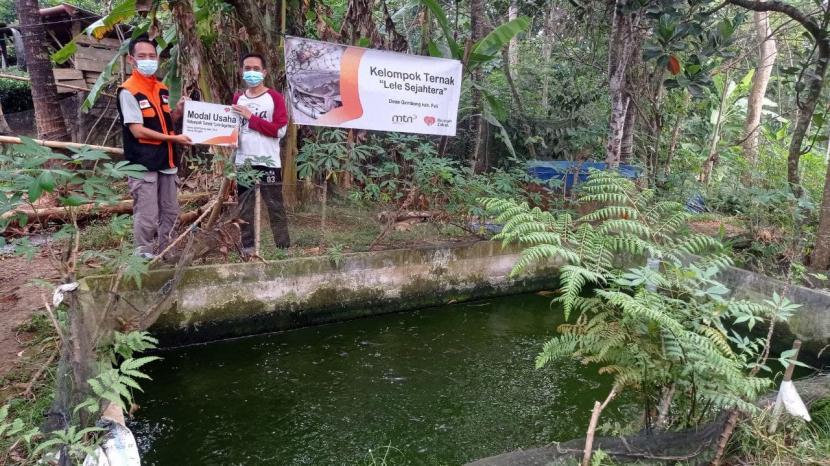 Kabar bahagia kali ini menghampiri salah seorang anggota Kelompok Ternak Lele Sejahtera yakni Sulistyo. Pasalnya, pada Sabtu (17/7), Relawan Zakat berkesempatan mengunjungi kolam budidaya lele yang dikelola oleh dirinya beserta anggota lain.