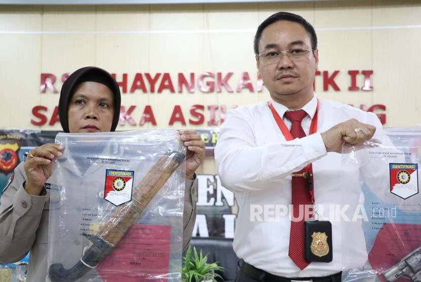 Kabid Humas Polda Jabar AKBP Trunoyudo Wisnu Andiko (kanan).