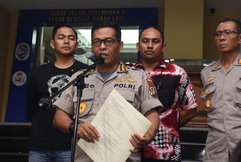 Kabid Humas Polda Metro Jaya Kombes Pol Argo Yuwono (kedua kiri)