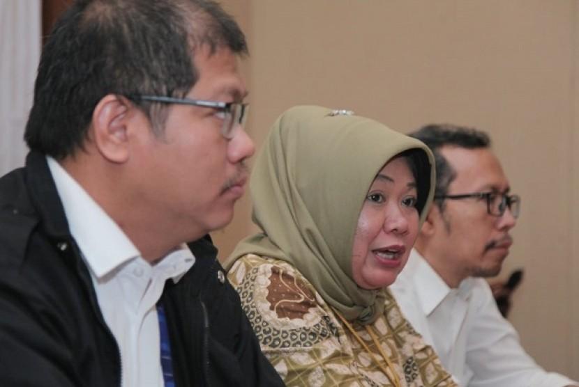 Kabiro Humas MPR Siti Fauziah (tengah)