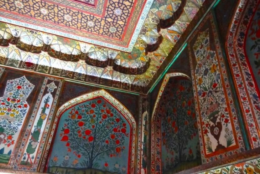 Kaca Patri Istana Shaki Khan