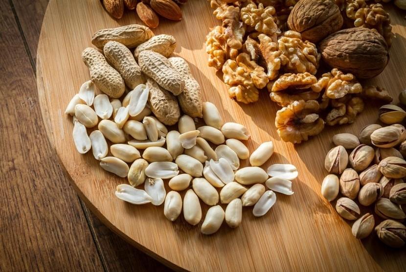 Kacang-kacangan merupakan salah stau makanan kaya serat.