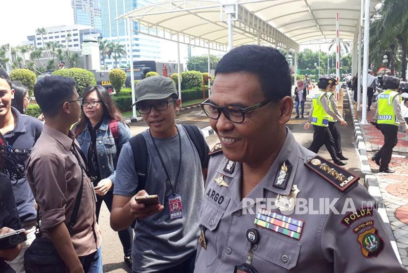 Kabid Humas Polda Metro Jaya, Kombes Pol Raden Prabowo Argo Yuwono saat ditemui di pengamanan aksi tolak Perppu Ormas di Komplek Parlemen Senayan, Selasa (24/10).