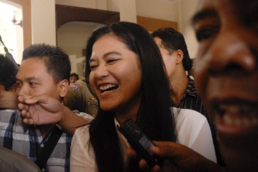 Kahiyang Ayu usai mengikuti tes CPNS di gedung Bakorwil II Jawa Tengah, Solo, Kamis (23/10).