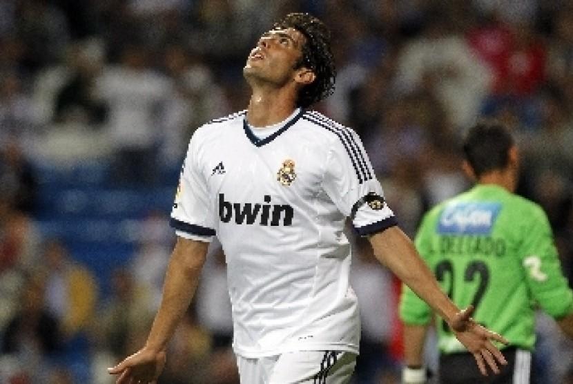 Kaka merayakan gol yang ia lesakkan saat melawan Millonarios di Santiago Bernabeu, Rabu (26/9).