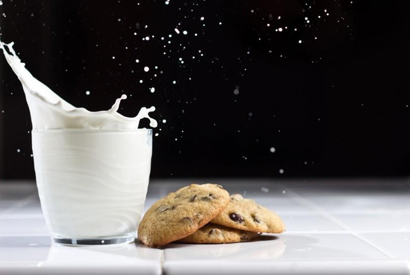 Kalsium menjadi salah satu alasan anak butuh minum susu.