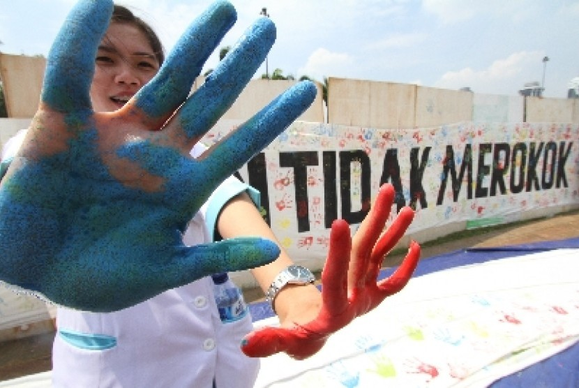 Kampanye anti merokok di kawasan silang Monas, Jakarta, Rabu (12/11).