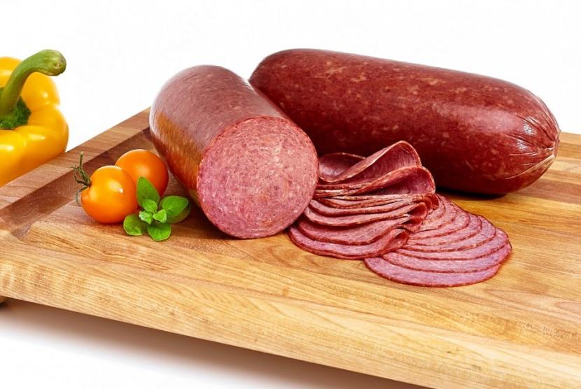 Kandungan garam yang tinggi pada daging olahan memicu hipertensi.