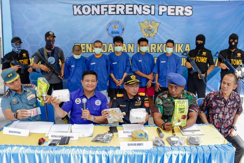 Kantor Bea Cukai Tarakan dan Badan Narkotika Nasional Provinsi (BNNP) Kalimantan Utara melakukan penggagalan penyelundupan narkotika jenis Methamphetamine.