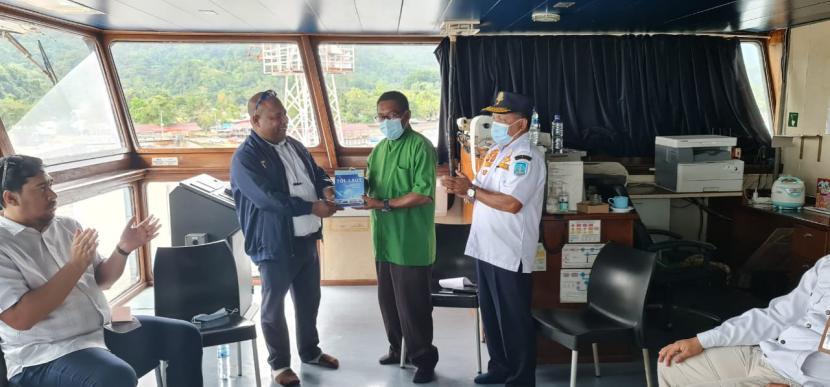 Kantor Kesyahbandaran dan Otoritas Pelabuhan Kelas II Jayapura memperkenalkan program konektivitas tol laut kepada para pengusaha muda di Kabupaten Supiori dan Biak, Papua.