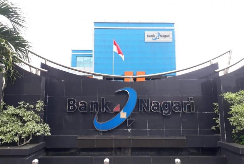 Kantor pusat Bank Nagari di Kota Padang, Sumatra Barat (ilustrasi). Konversi Bank Nagari menjadi bank syariah dinilai berlarut-larut padahal keuangan syariah makin pesat.